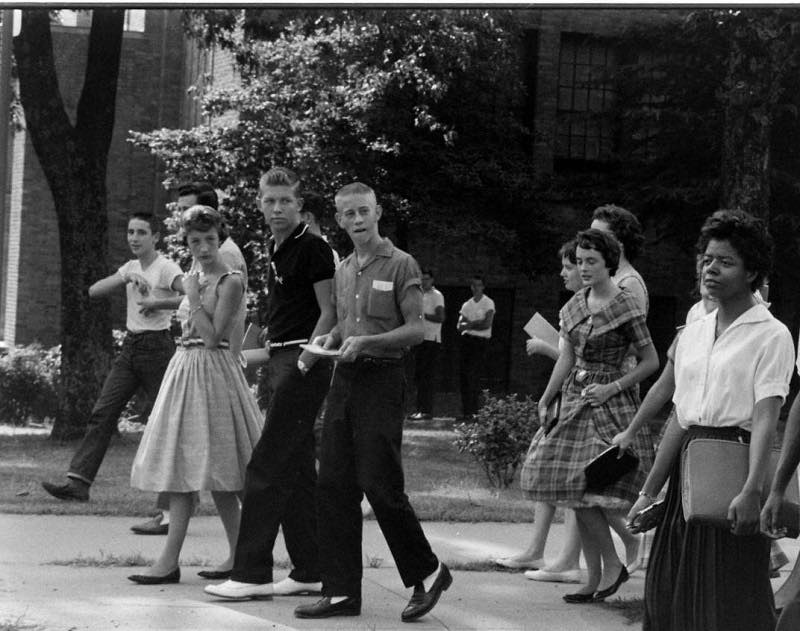 hist_us_20_civil_rights_little_rock_1950s_pic_little_rock_arkansas_white_black_students