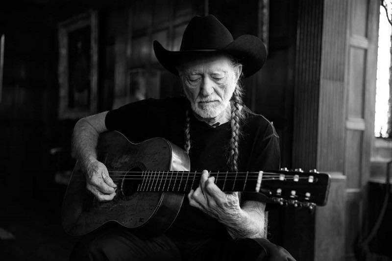 john_Varvatos_Fall_2013_campaign_willie_nelson_behind_the_scenes_2