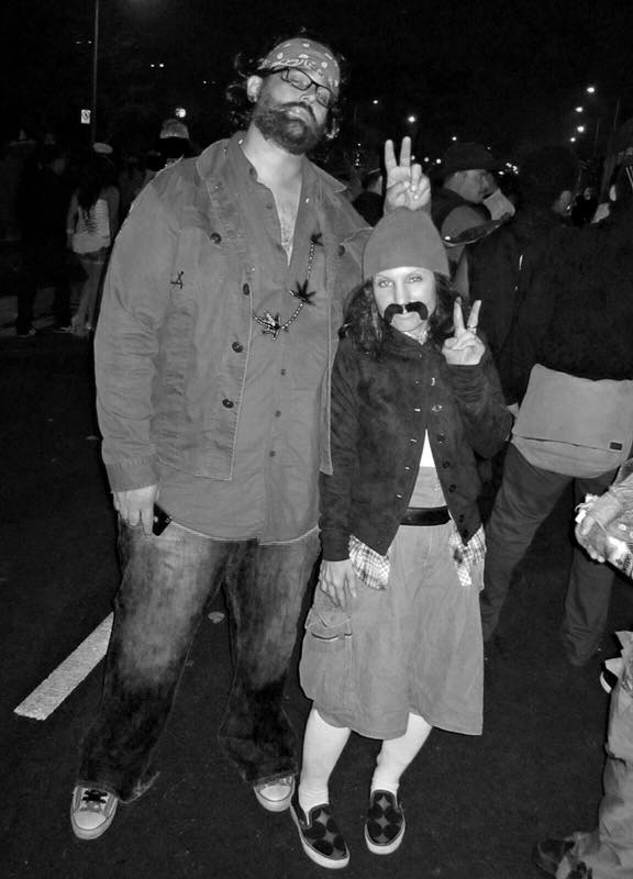 santa-monica-halloween-parade-2011-cheech-chong-costume