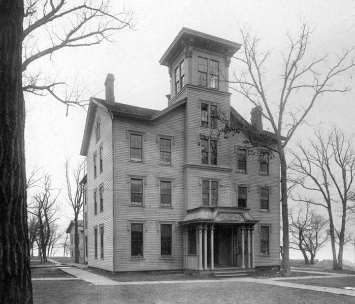 699px-Old_college_1899